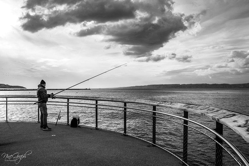 Monochrome, Le pêcheur des Catalans à Marseille - Monochrome
