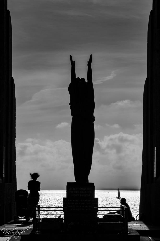 Monochrome, La Porte d'Orient à Marseille - Monochrome