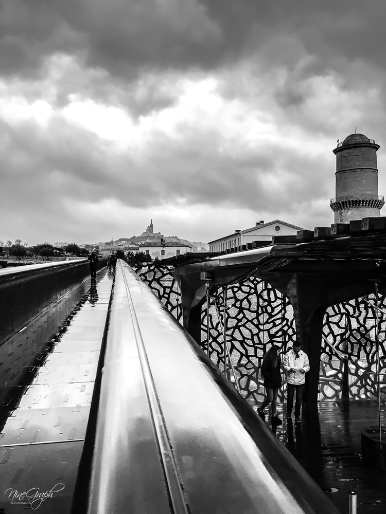 Monochrome, Pont du Mucem à Marseille - Monochrome