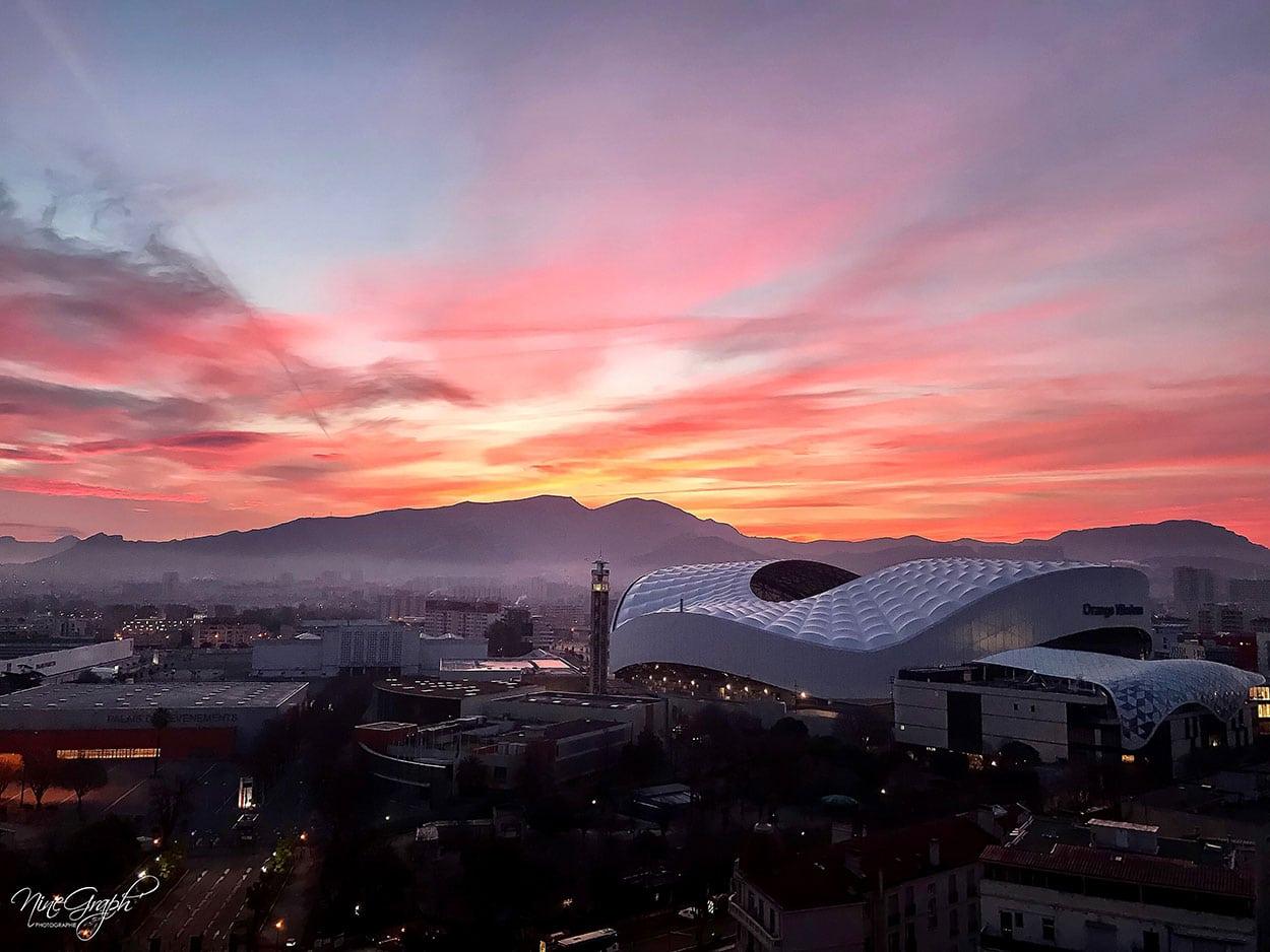Lever de soleil sur Orange Velodrome à Marseille