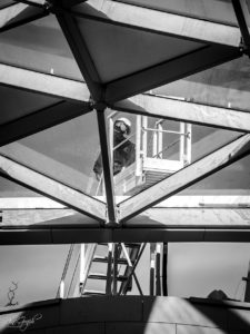 Prado Shopping à Marseille en février 2018 pendant les travaux. Ouvrier sur la canopée.