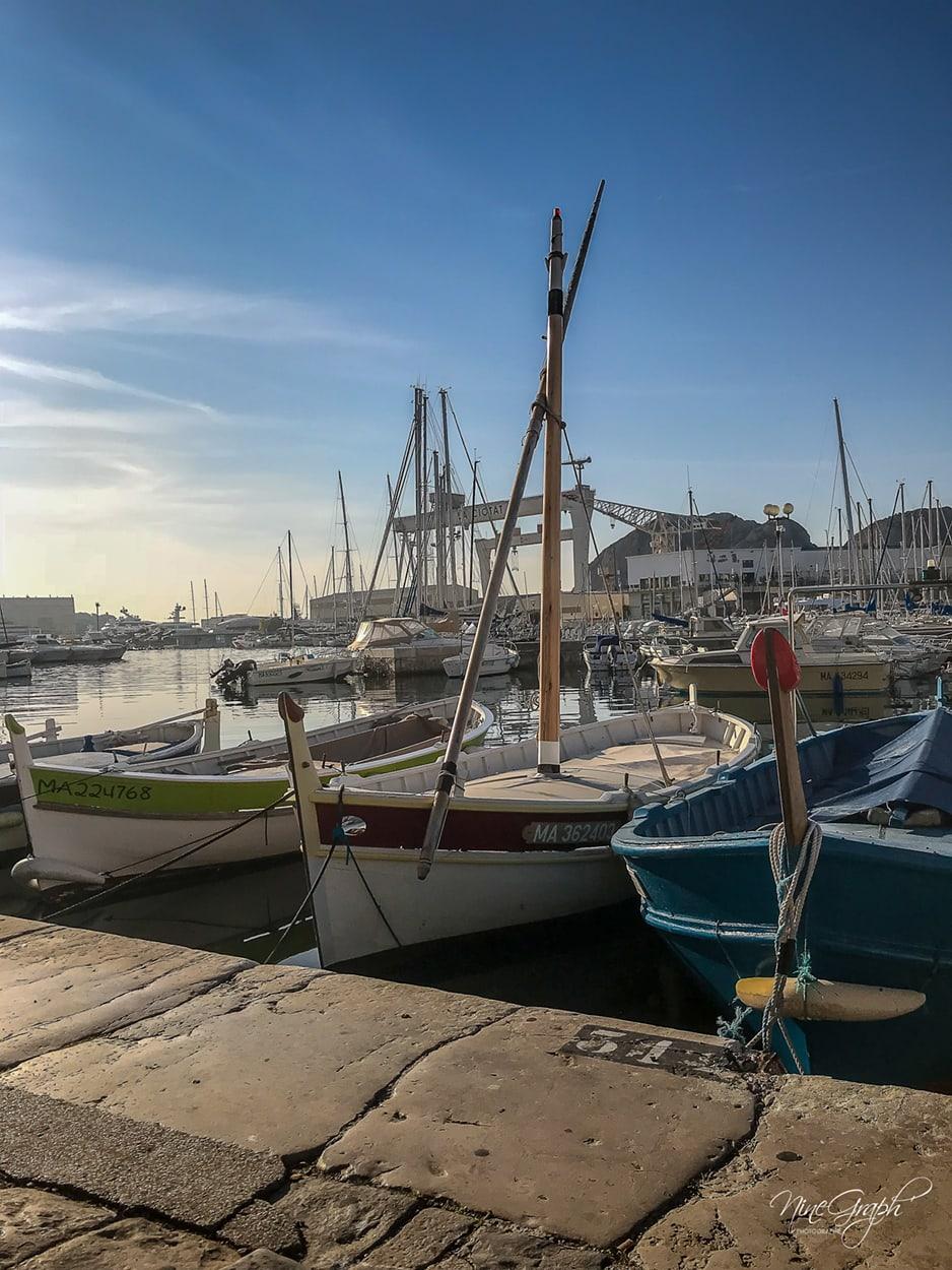 Le port de La Ciotat, vue sur les grues du port industriel