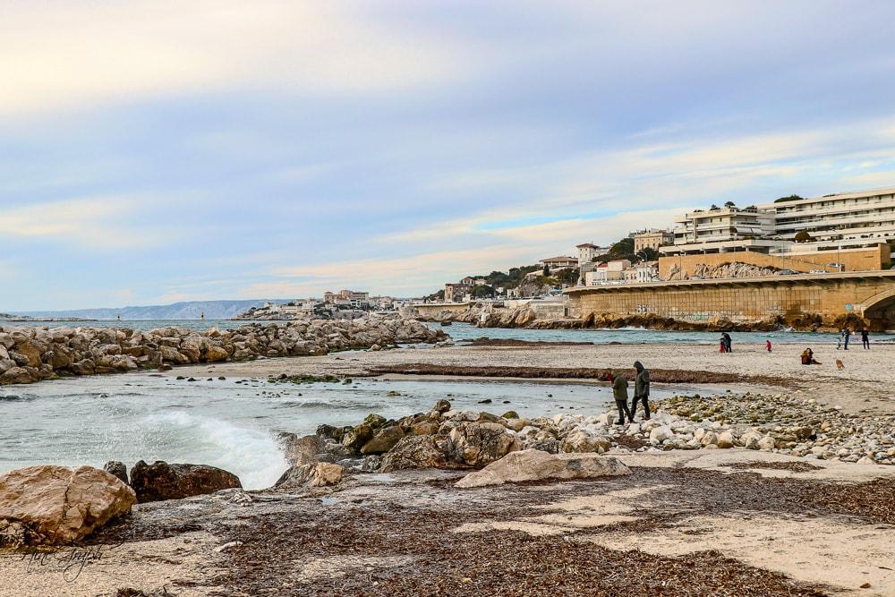 Plage du Prophète en hiver, sur la corniche Kennedy à Marseille