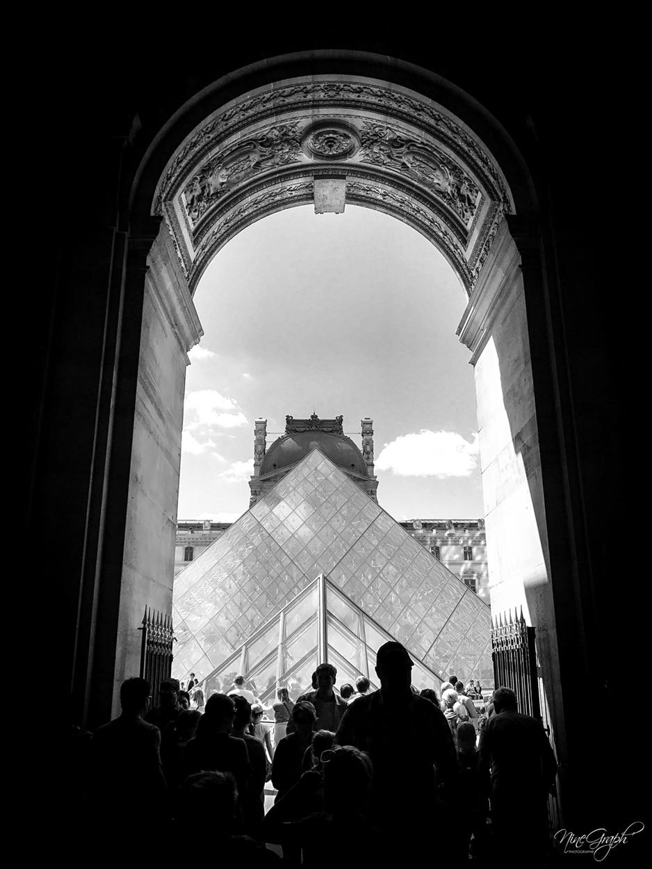 La pyramide du Louvre à Paris