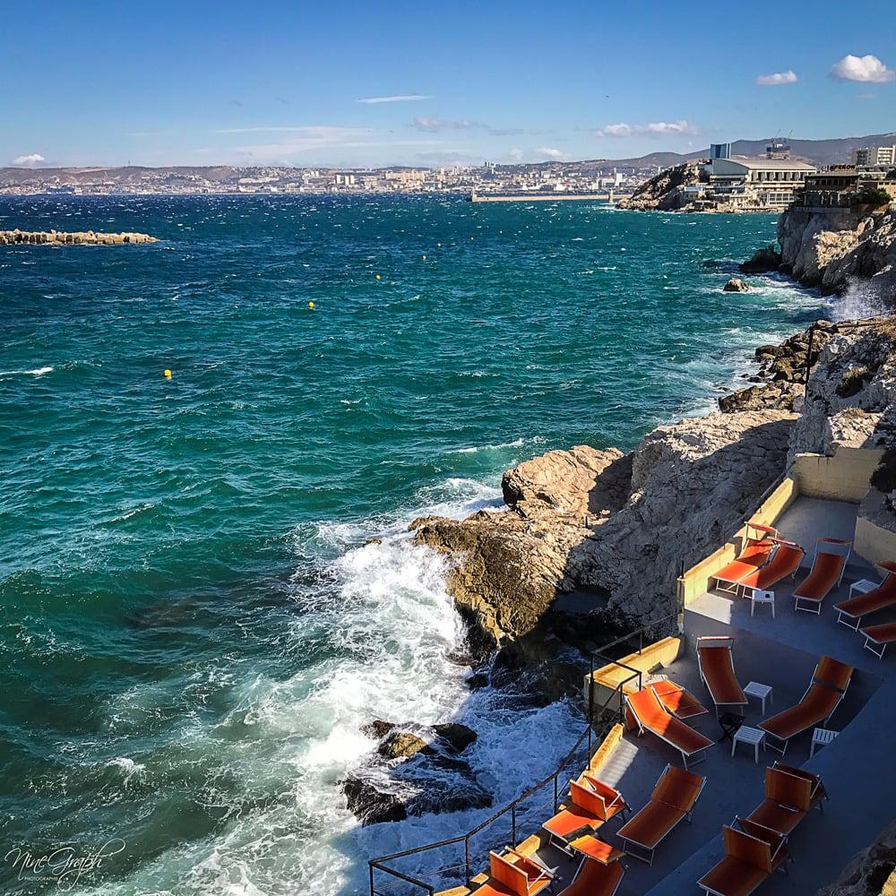 Le Bistrot Plage sur la corniche Kennedy à Marseille un jour de tempête